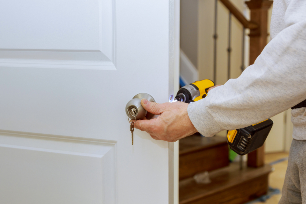 Incentives to Recruit a Residential Locksmith
